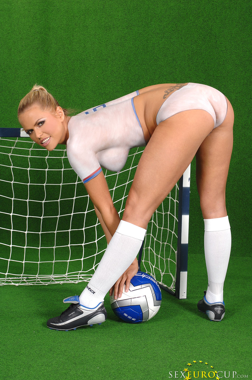 Sex Euro Cup: Damn, what a hot idea. Sexy naked girls ...