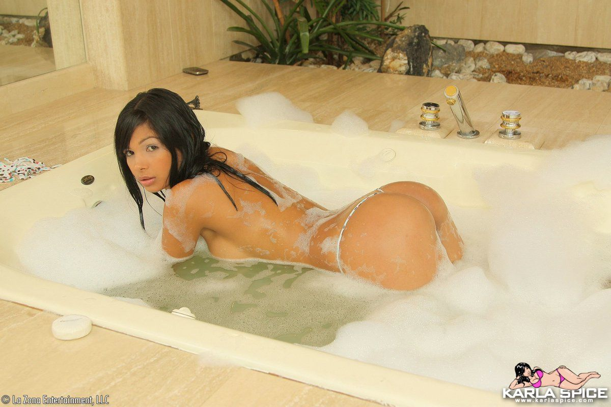 Karla Spice hot and naked in bubble bath - NNConnect.com
