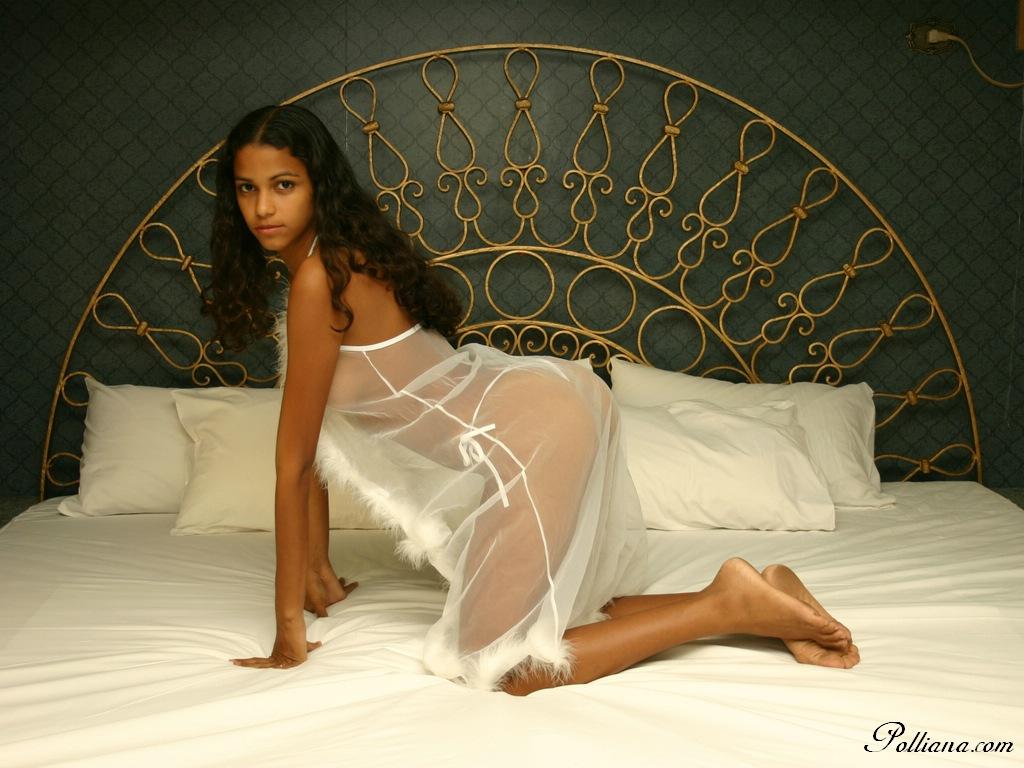 Carisha femjoy nude model