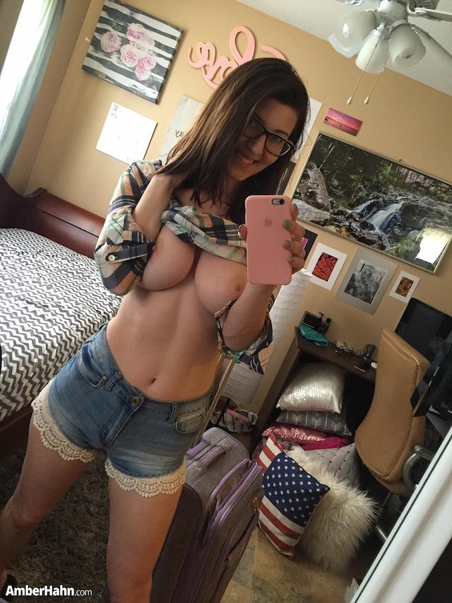 amber hahn selfie